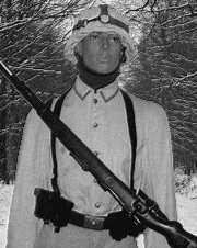 Sangle mysterieuse en camouflage de casque ! Soldat12