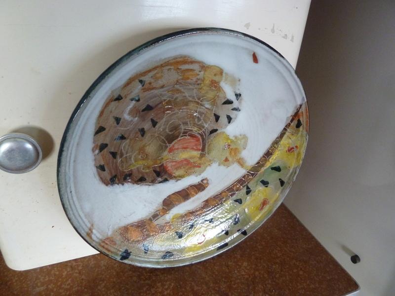 Assiette grès décor abstrait  siganture incisée en dessous Sylvie PIAUD P1200210