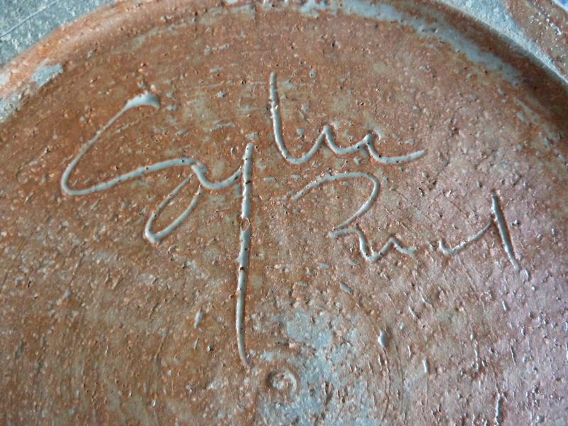 Assiette grès décor abstrait  siganture incisée en dessous Sylvie PIAUD P1200212