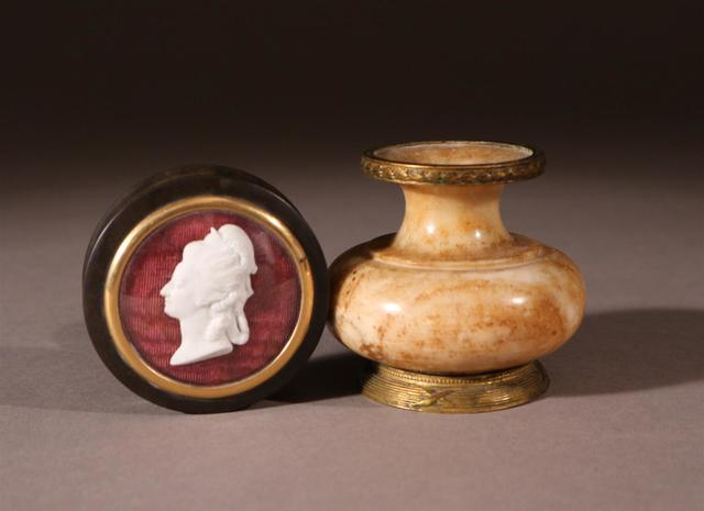 A vendre: miniatures de Marie Antoinette? - Page 5 12032110