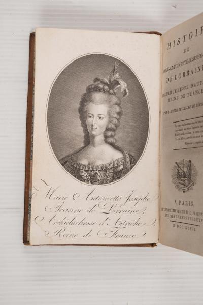 A vendre: livres sur Marie-Antoinette, ses proches et la Révolution - Page 5 50439510