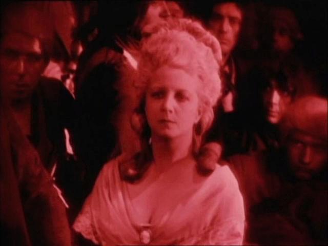 Marie-Antoinette à travers le cinéma - Page 19 Suzann10
