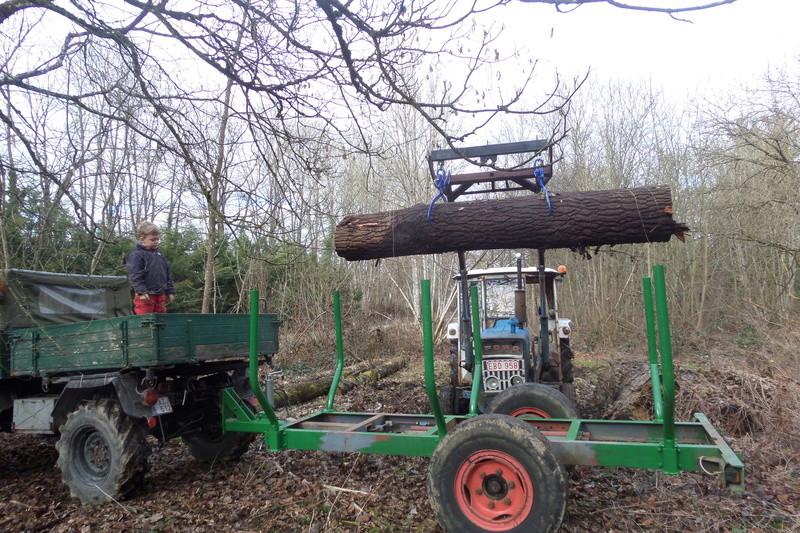 Unimog 411 et remorque forestière Sam_1412