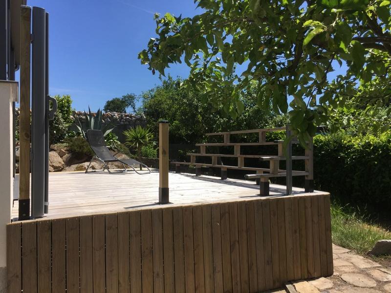 Terrasse en bois d'arbre Img_5811