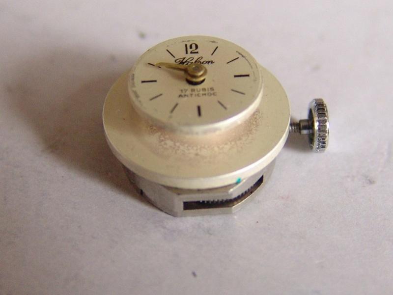 Un post qui référence les montres de brocante... tome IV - Page 2 Dsc00022