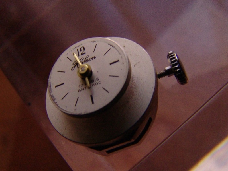 Un post qui référence les montres de brocante... tome IV - Page 2 Dsc00024