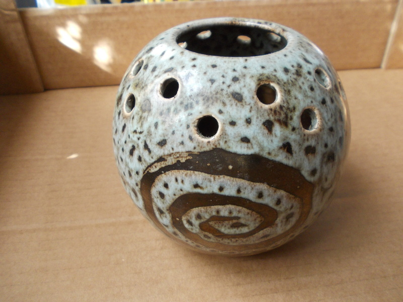 Ball flower vase with gold detail Dscn0010