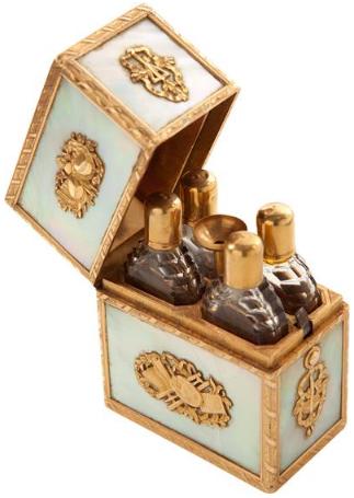 Offrez-vous le parfum de Marie Antoinette... Zzclau10