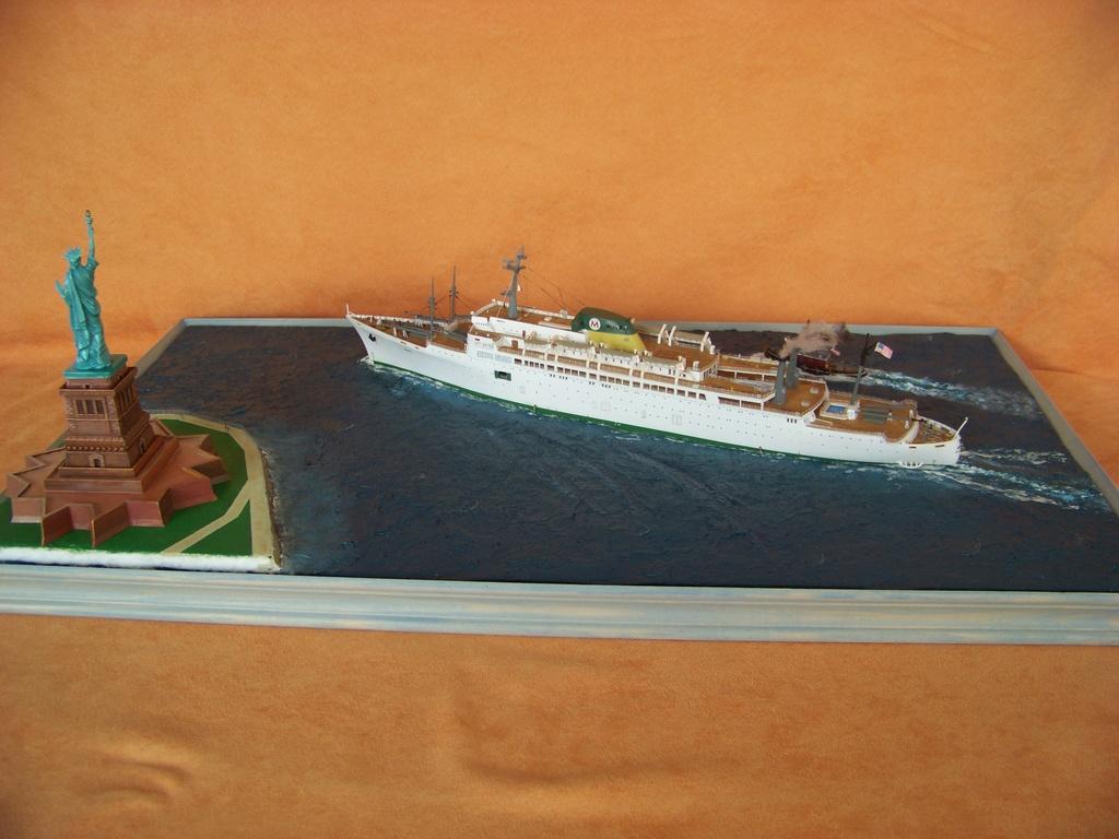 Paquebot mixte SS Brasil au 1/400 Revell  - Page 4 100_9417