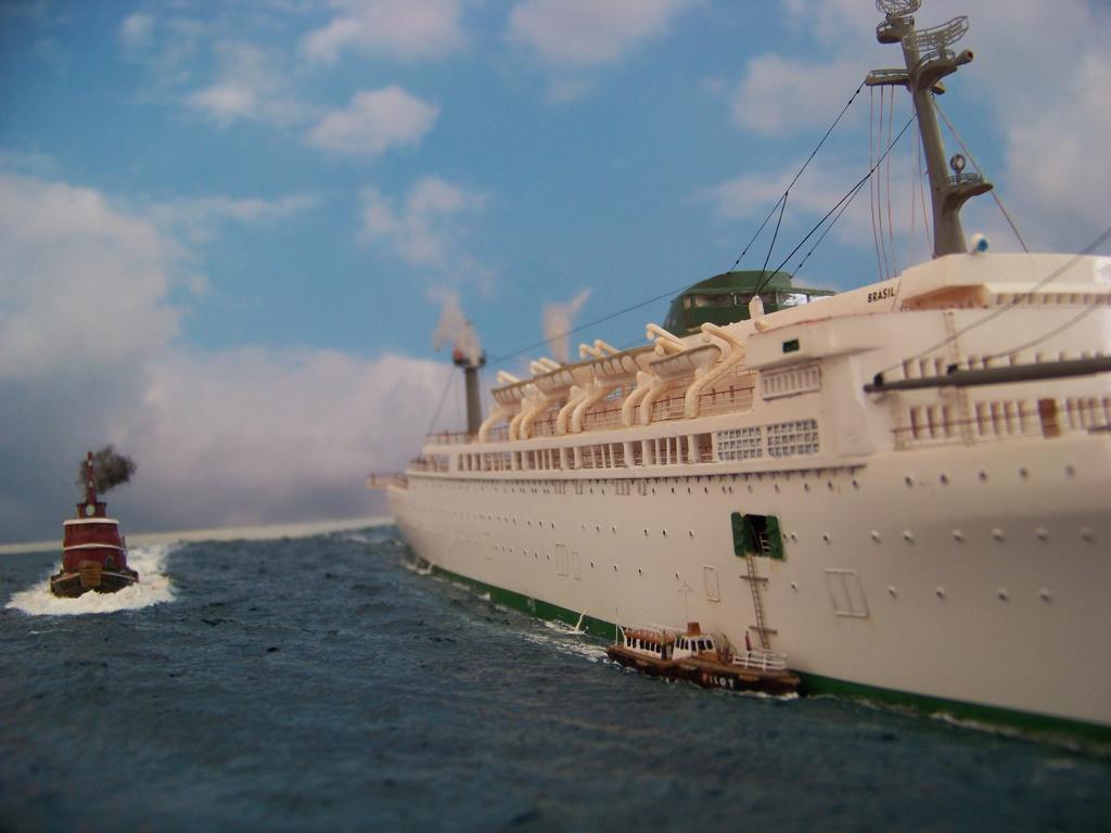 Dio : Arrivée à NYK du SS Brasil & remorqueur (Revell 1/400°) par PLEF 100_9424