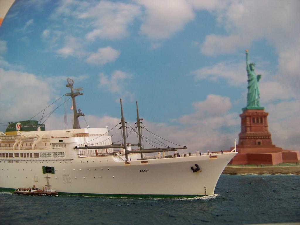 Dio : Arrivée à NYK du SS Brasil & remorqueur (Revell 1/400°) par PLEF 100_9425