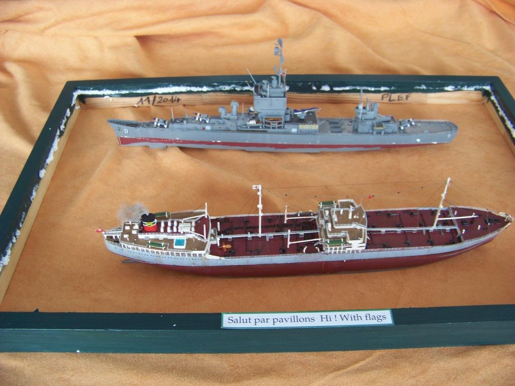 Pétrolier British Sovereign et croiseur nucléaire Long Beach 1/500 Revell 100_9519