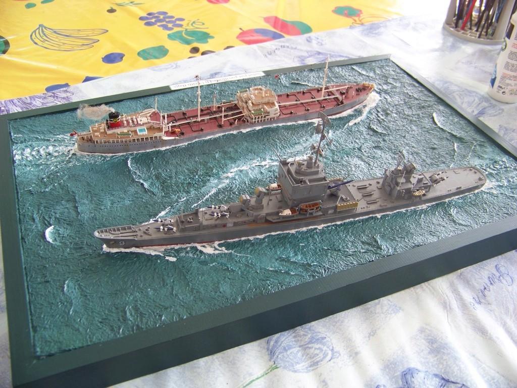 Pétrolier British Sovereign et croiseur nucléaire Long Beach 1/500 Revell 100_9522
