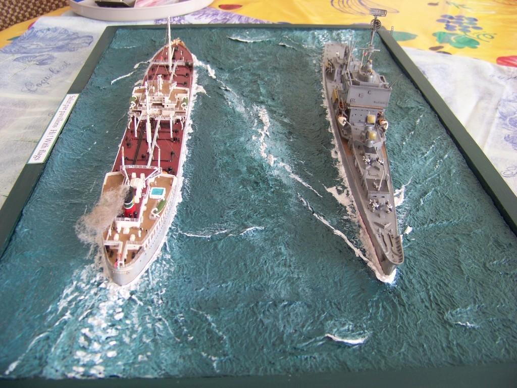 Pétrolier British Sovereign et croiseur nucléaire Long Beach 1/500 Revell 100_9523