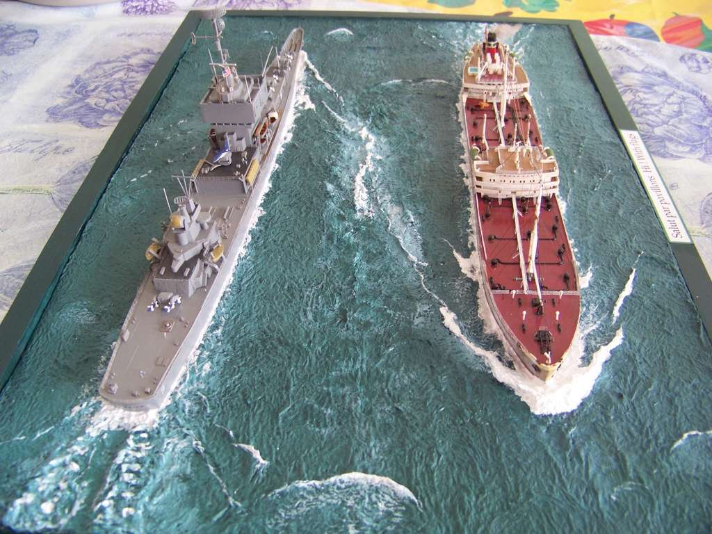 Pétrolier British Sovereign et croiseur nucléaire Long Beach 1/500 Revell 100_9524