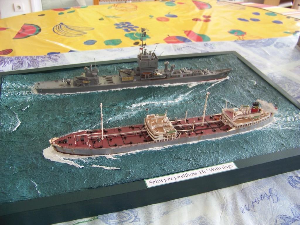 Pétrolier British Sovereign et croiseur nucléaire Long Beach 1/500 Revell 100_9525