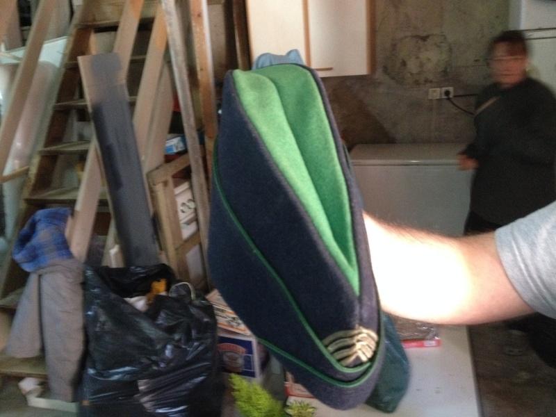 Calot bleu marine liseré vert Img_0322