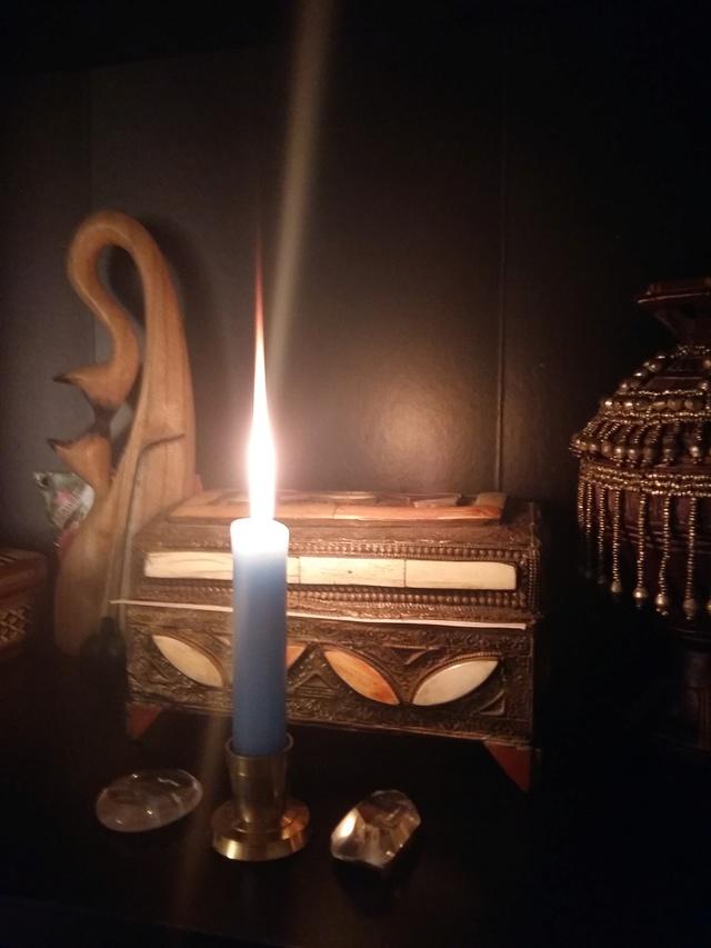 La lychnomancie (divination par les bougies et leurs flammes) - Page 2 Bougie10