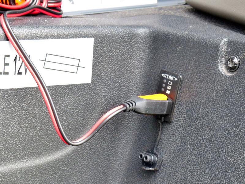 passe cable pour recharger batterie porteur sur renault master van page 3. Black Bedroom Furniture Sets. Home Design Ideas