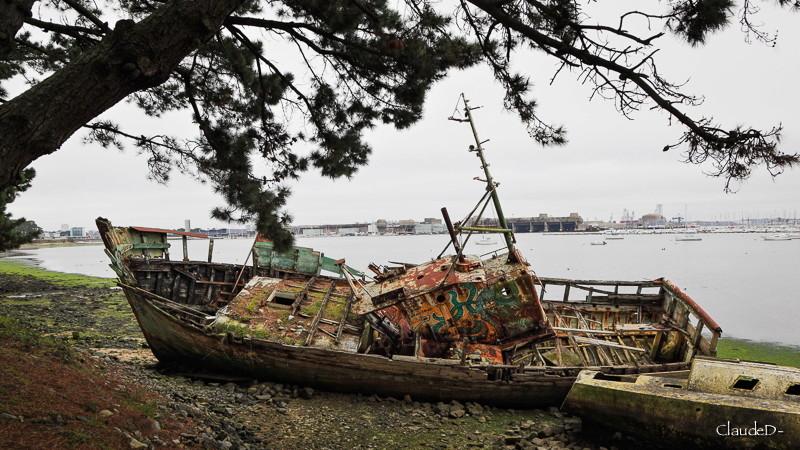 Fin de vie .... Cimetières de bateaux .... - Page 9 Loepav10
