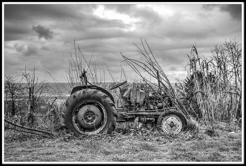 Tracteur à l'abandon... + correction Tracte10