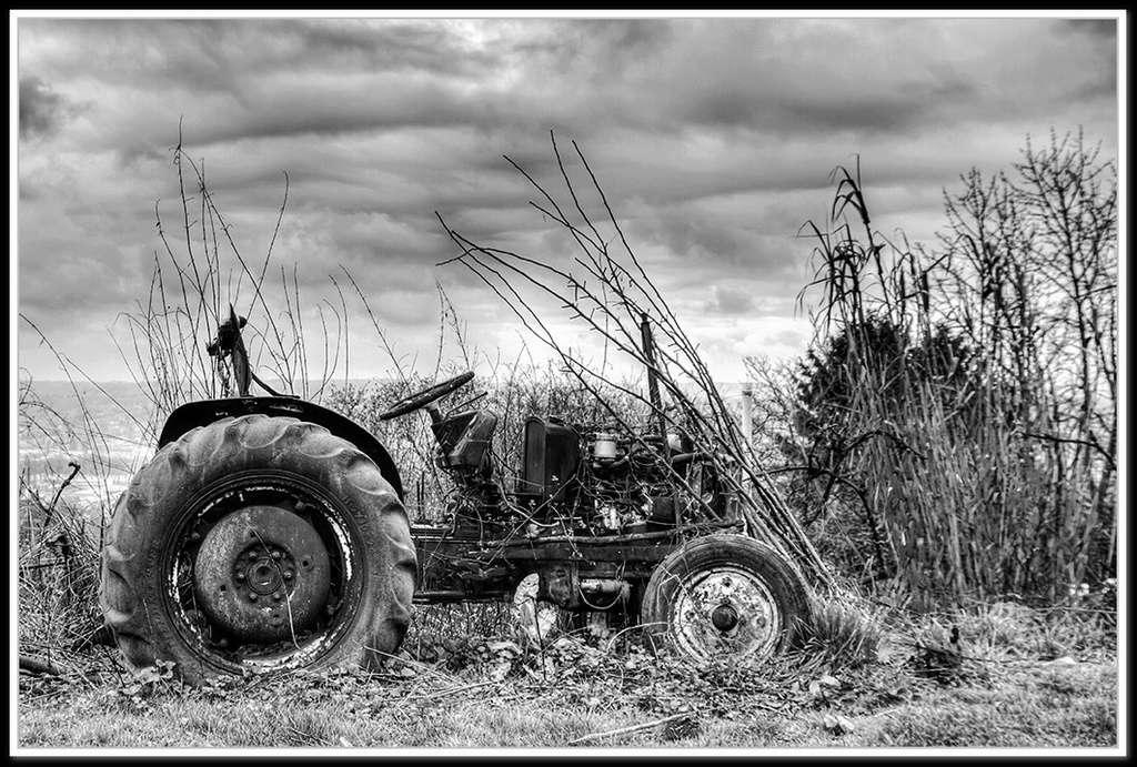 Tracteur à l'abandon... + correction - Page 2 Tracte12