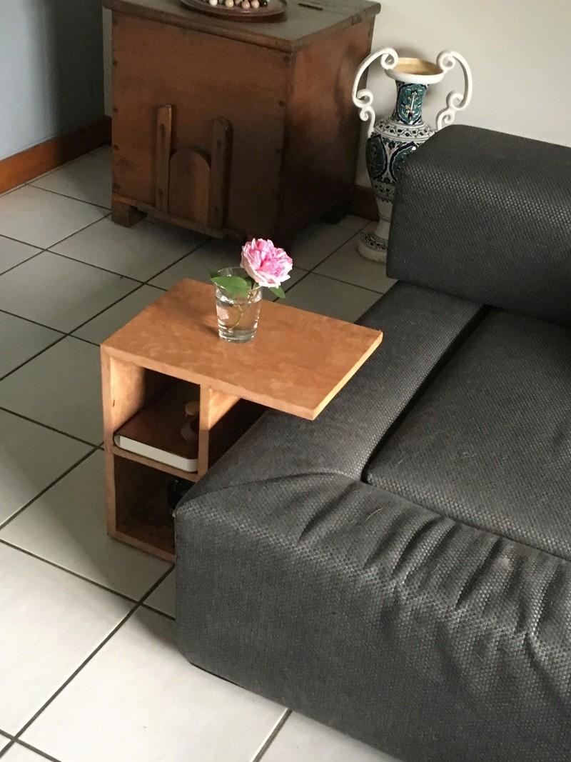 Une console de canapé Img_0629