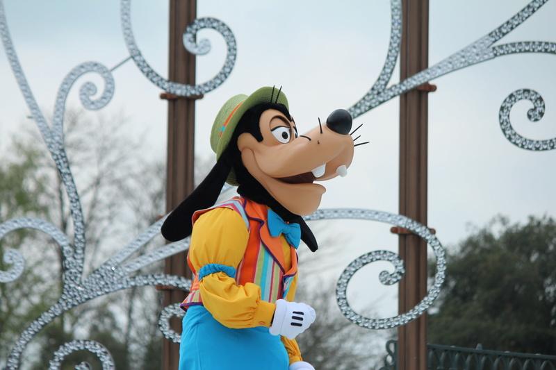 Vos photos avec les Personnages Disney - Page 38 Img_9911