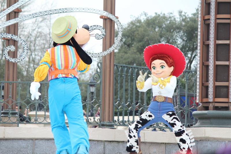Vos photos avec les Personnages Disney - Page 38 Img_9919