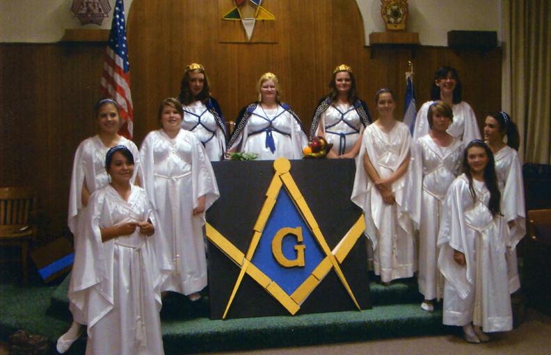 Les Filles de Job, une organisation maçonnique qui recrute les fillettes dès l'âge de 10 ans Fm-job12