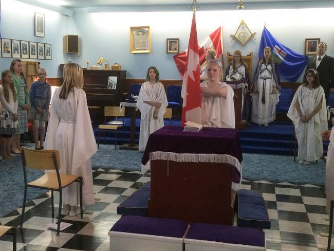 Les Filles de Job, une organisation maçonnique qui recrute les fillettes dès l'âge de 10 ans Fm-job13
