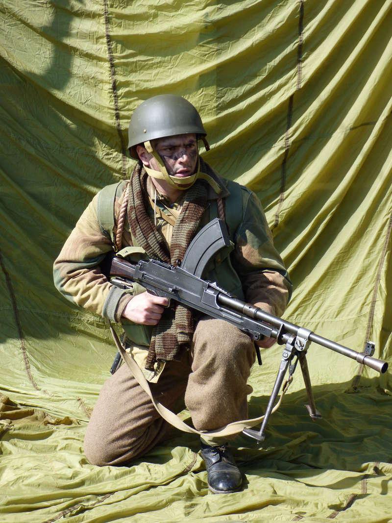 [Royaume-Uni] Bren gunner n°1 de Bren Group, Glider du Royal Ulster Rifles Regiment, Allemagne (Mars 1945) P1040115