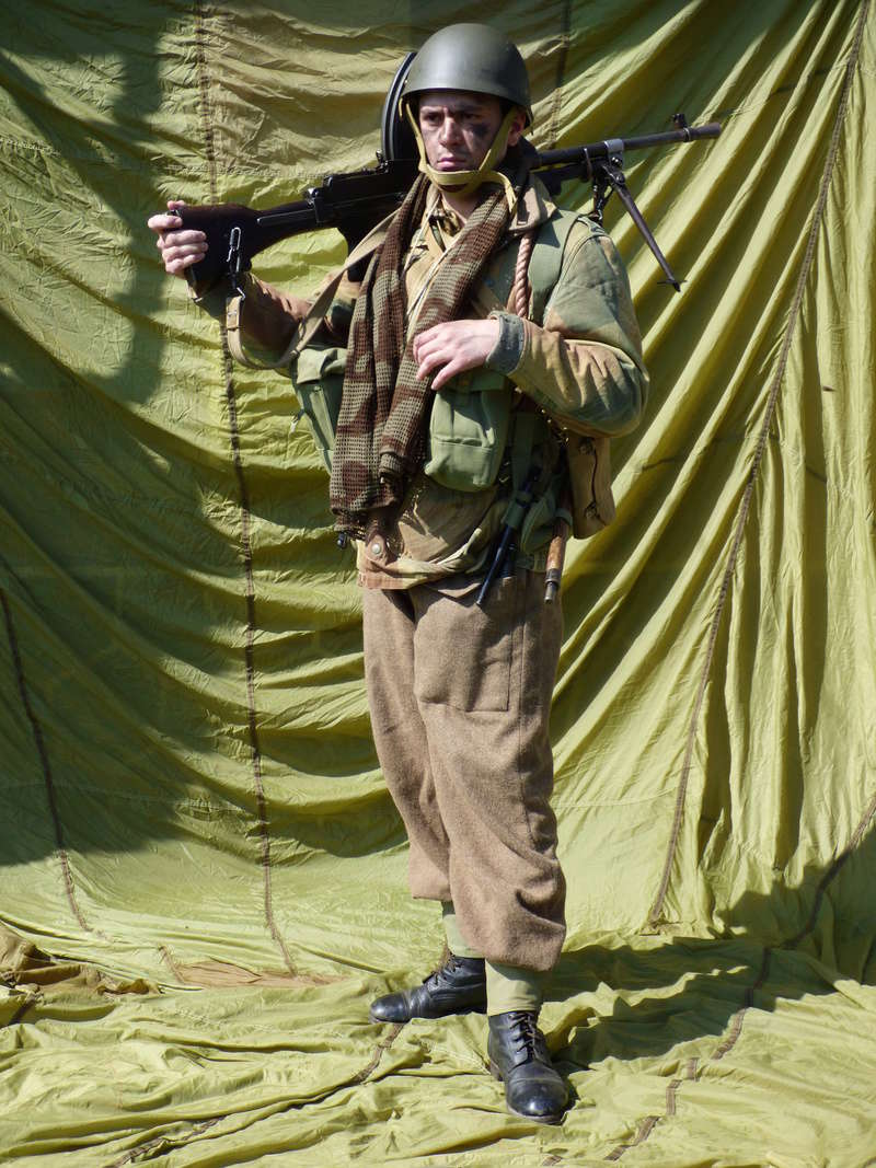 [Royaume-Uni] Bren gunner n°1 de Bren Group, Glider du Royal Ulster Rifles Regiment, Allemagne (Mars 1945) P1040210