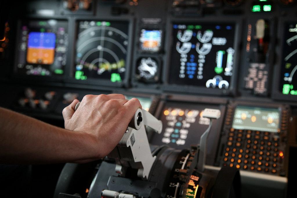 Pour les pilotes atterrir au Boukistan  devient un problème Cockpi10