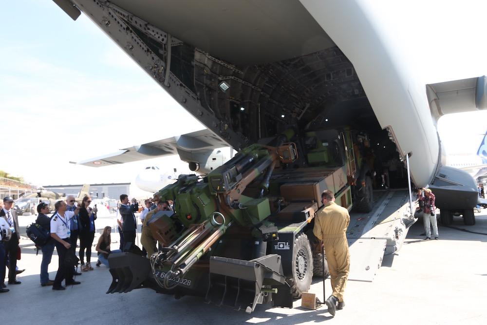 Le A400M - à l'embarquement de canons caesars  Img_5410