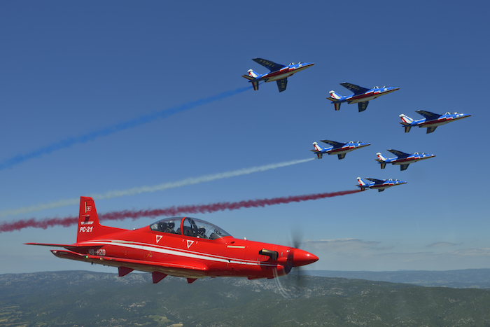 la formation des pilotes de chasse confiée au privé. Pc21-p10
