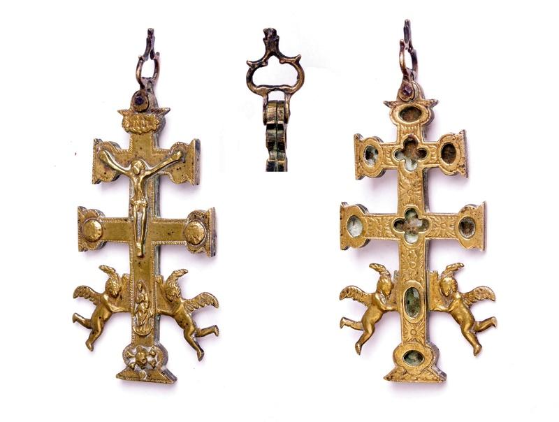 Cruz de Caravaca Relicario con ángeles, S. XVIII Carava10