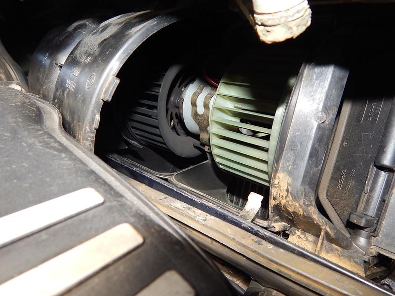 [ BMW E46 320d M47 an 1998 ] Bruit clim  ( Résolu ) Dscn5024