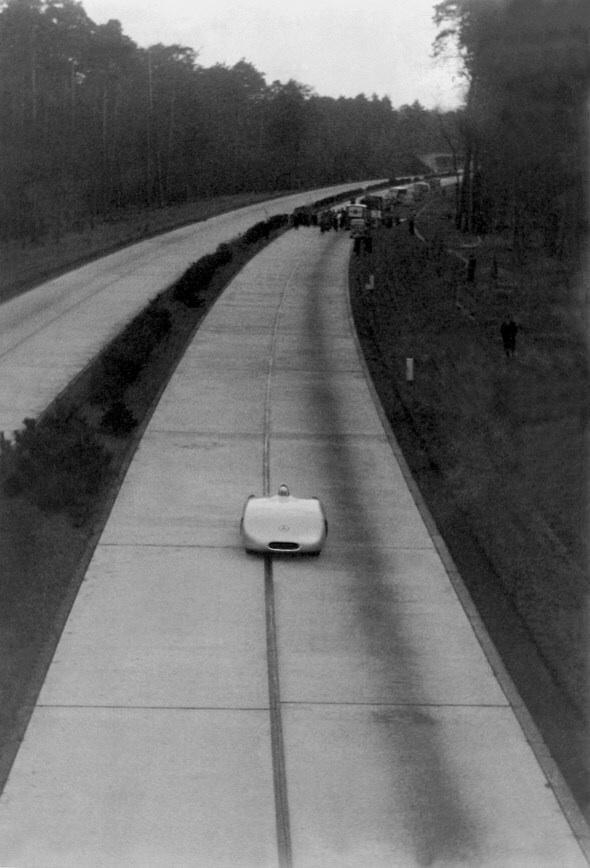 (AUTOMOBILISMO): 1936 - A Mercedes-Benz estabelece novo recorde de velocidade: 372,102 Km/h Image56