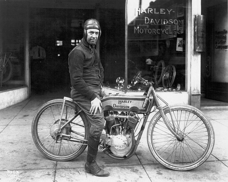 Vieilles photos (pour ceux qui aiment les anciennes photos de bikers ou autre......) - Page 12 Tumb1000