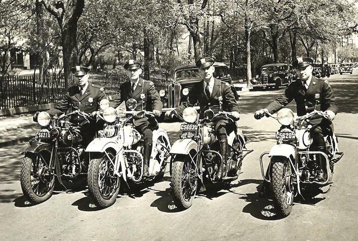 Vieilles photos (pour ceux qui aiment les anciennes photos de bikers ou autre......) - Page 12 Tumb1001