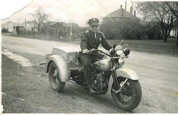 Vieilles photos (pour ceux qui aiment les anciennes photos de bikers ou autre......) - Page 12 Tumb1005