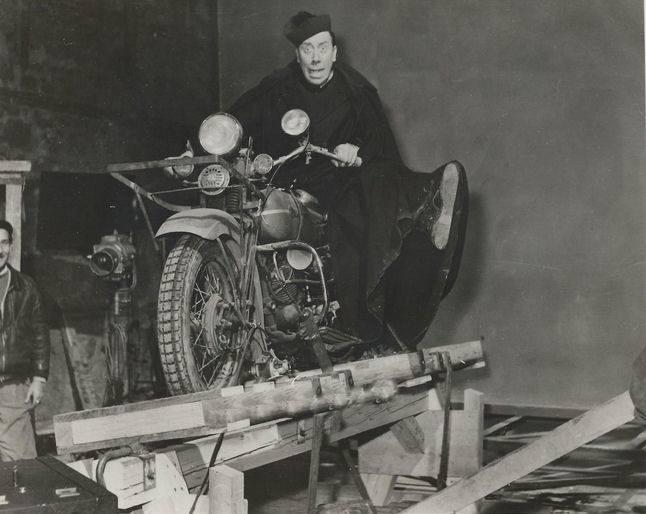 Vieilles photos (pour ceux qui aiment les anciennes photos de bikers ou autre......) - Page 12 Tumb1006