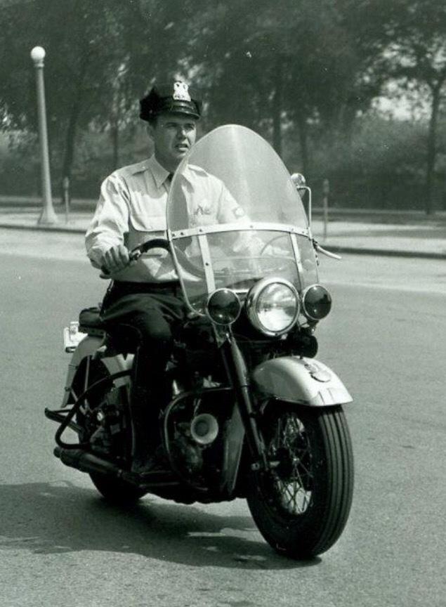 Vieilles photos (pour ceux qui aiment les anciennes photos de bikers ou autre......) - Page 12 Tumb1008