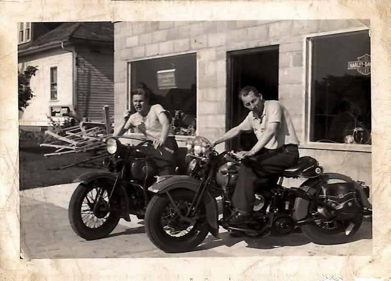 Vieilles photos (pour ceux qui aiment les anciennes photos de bikers ou autre......) - Page 12 Tumb1011