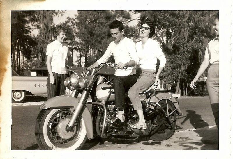 Vieilles photos (pour ceux qui aiment les anciennes photos de bikers ou autre......) - Page 12 Tumb1013