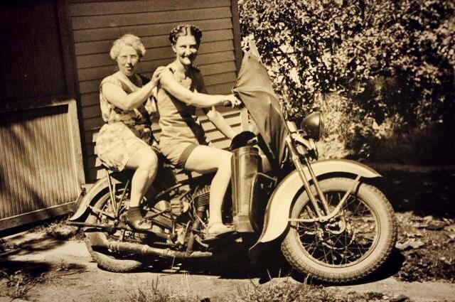 Vieilles photos (pour ceux qui aiment les anciennes photos de bikers ou autre......) - Page 12 Tumb1014