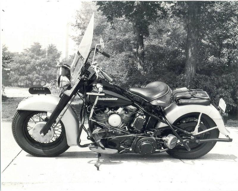 Vieilles photos (pour ceux qui aiment les anciennes photos de bikers ou autre......) - Page 12 Tumb1017