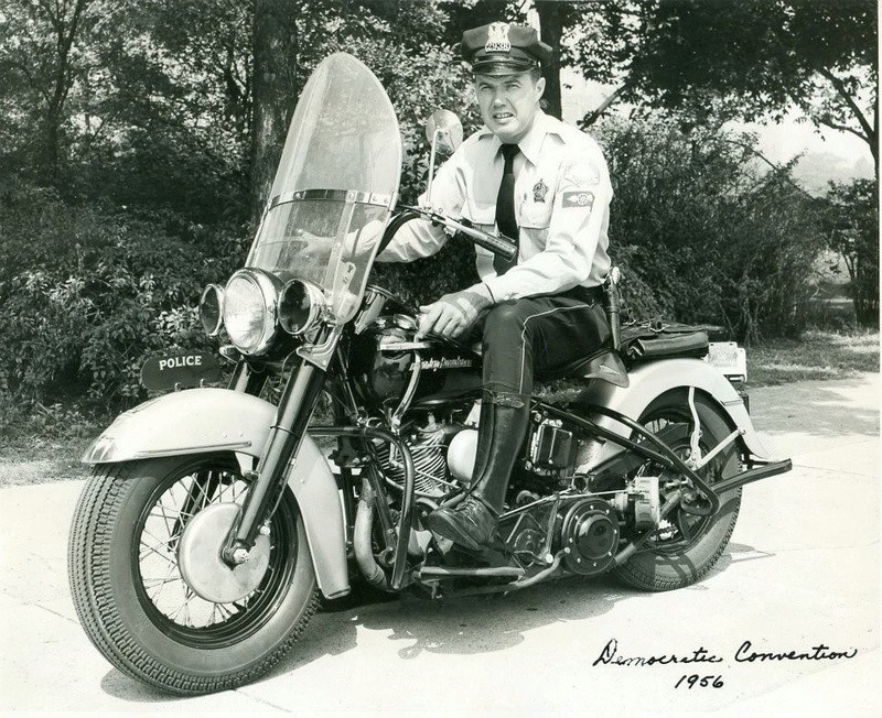 Vieilles photos (pour ceux qui aiment les anciennes photos de bikers ou autre......) - Page 12 Tumb1018