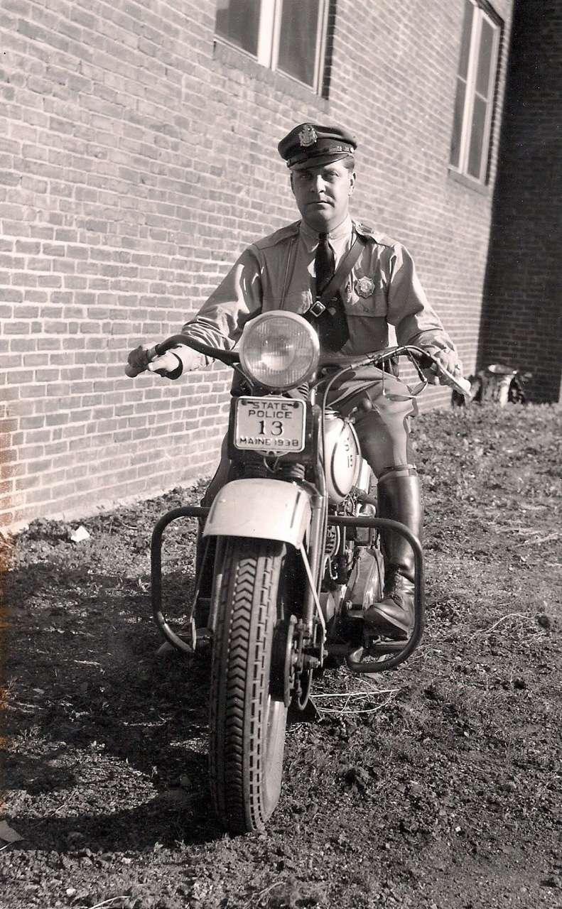 Vieilles photos (pour ceux qui aiment les anciennes photos de bikers ou autre......) - Page 12 Tumb1023
